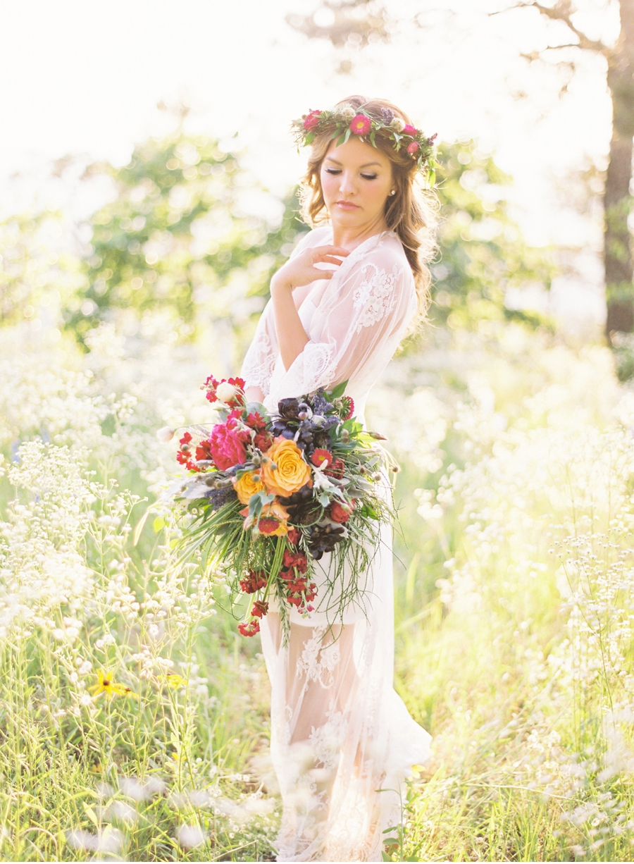 Bridal-Portraits-in-a-Meadow