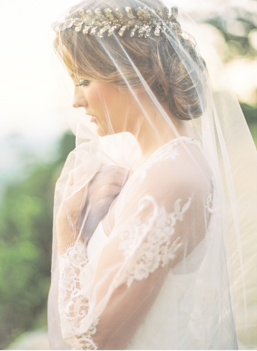 Heirloom-Bridal-Inspiration-with-Veil