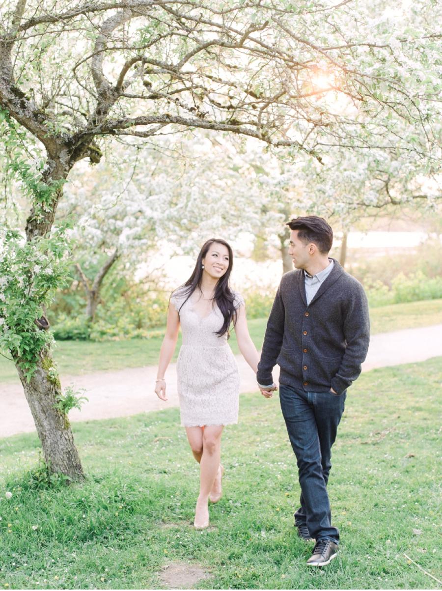 Spring-Engagement-Session-Under-Blossoms