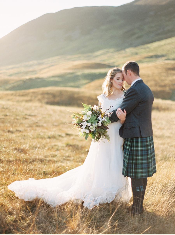 Bride-and-Groom-in-Scottish-Wilderness
