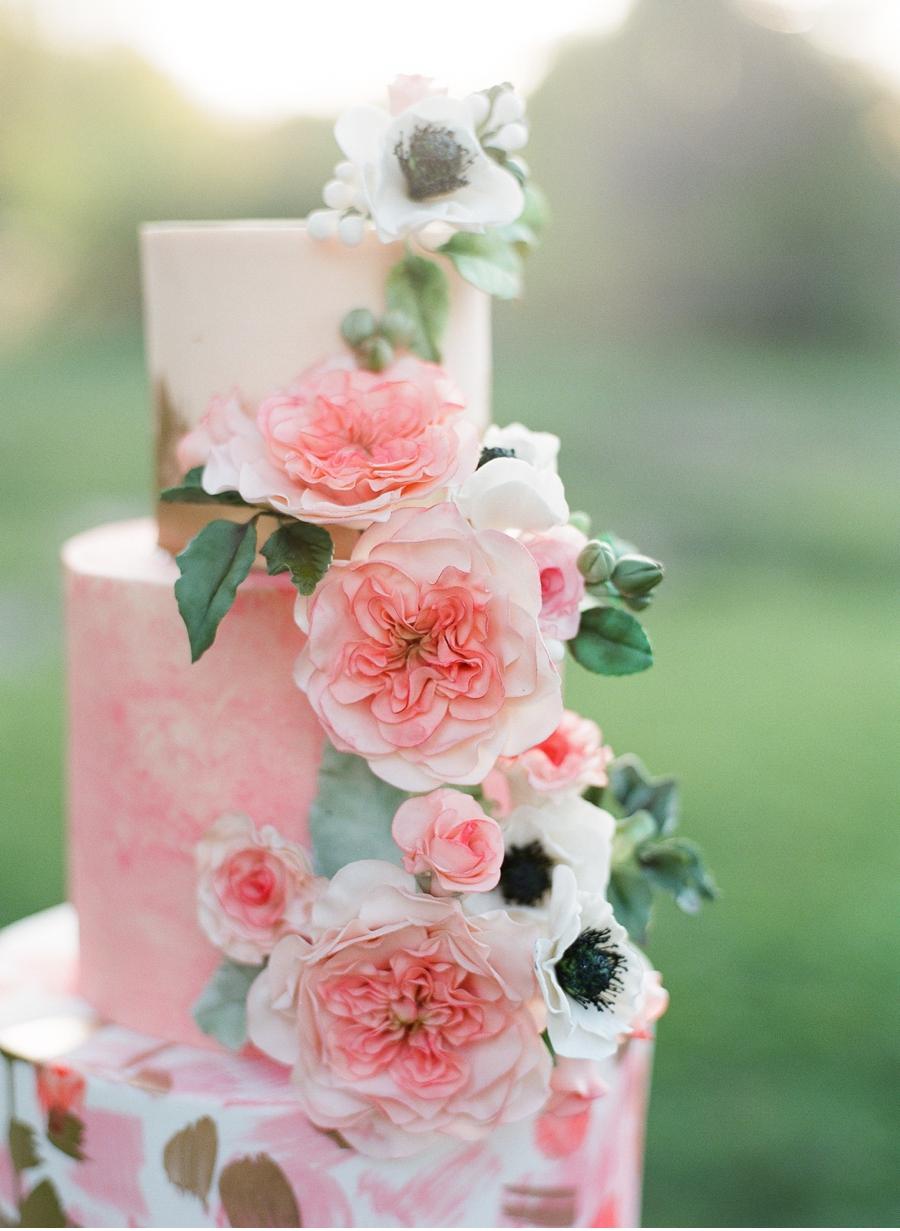 Vale-and-Vine-Wedding-Cake
