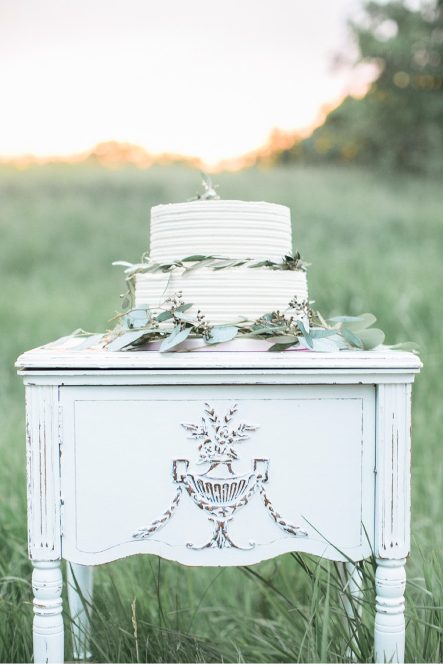 French-Cake-and-Stand-Inspiration