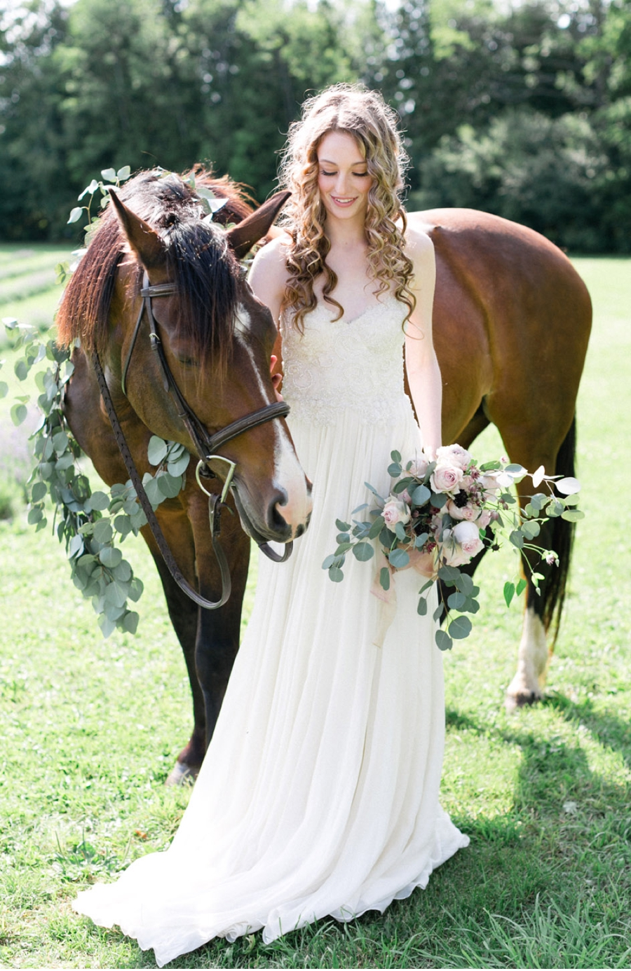 Bride-with-Horse-and-Floral-Decor