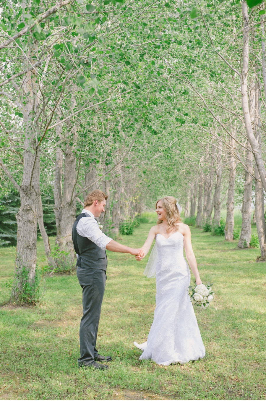 First-Look-Manitoba-Wedding