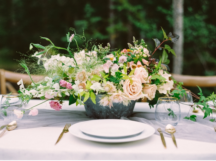 Rocky-Mountain-Table-Setting-Inspiration