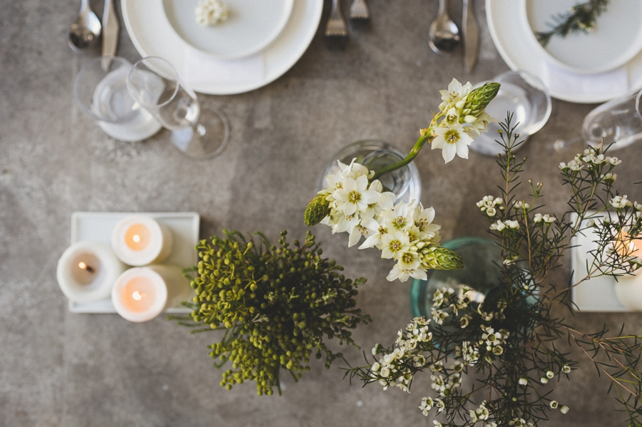 Minimalist-Table-Settings-for-Reception