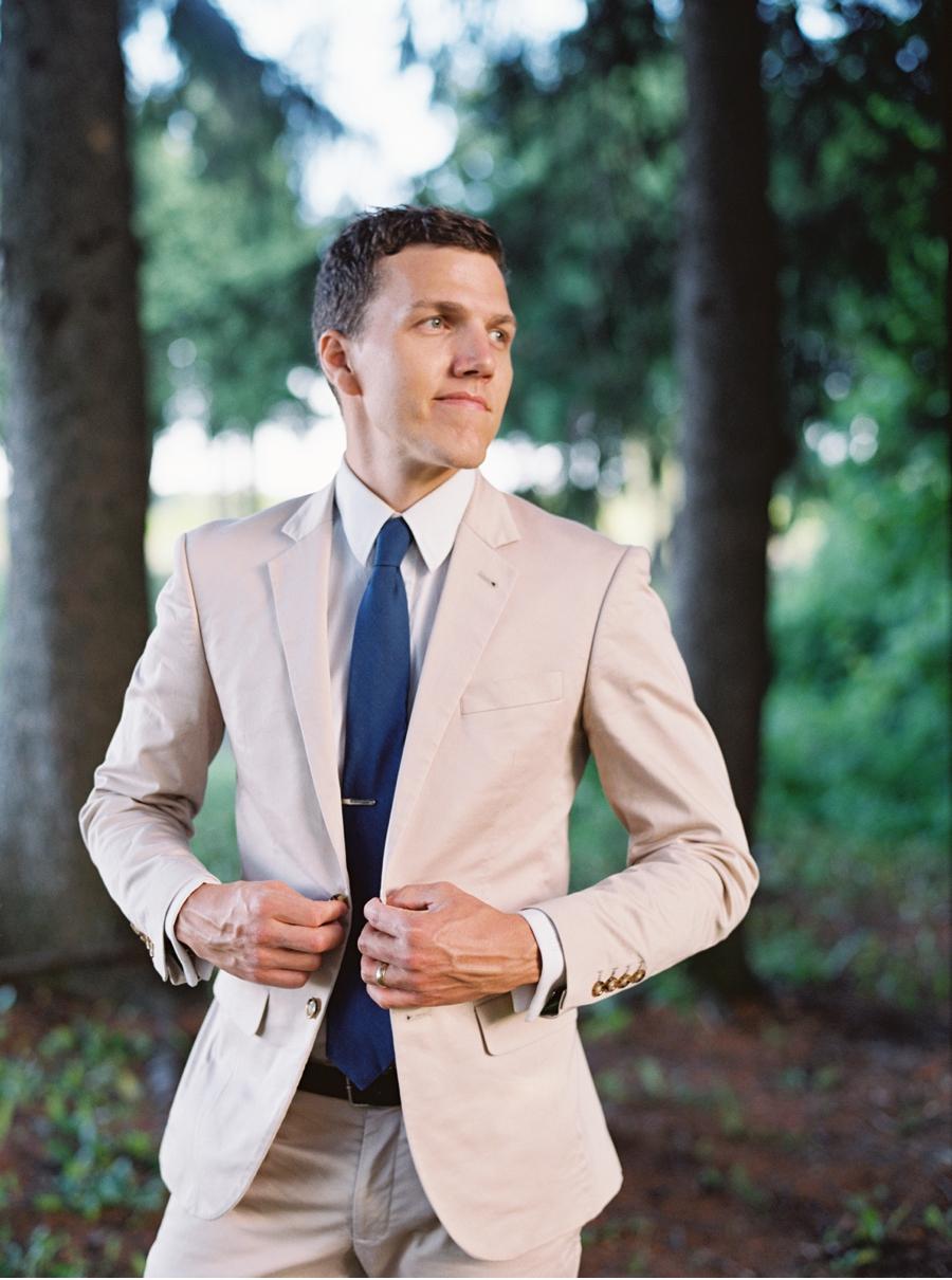 Groom-in-Pale-Suit