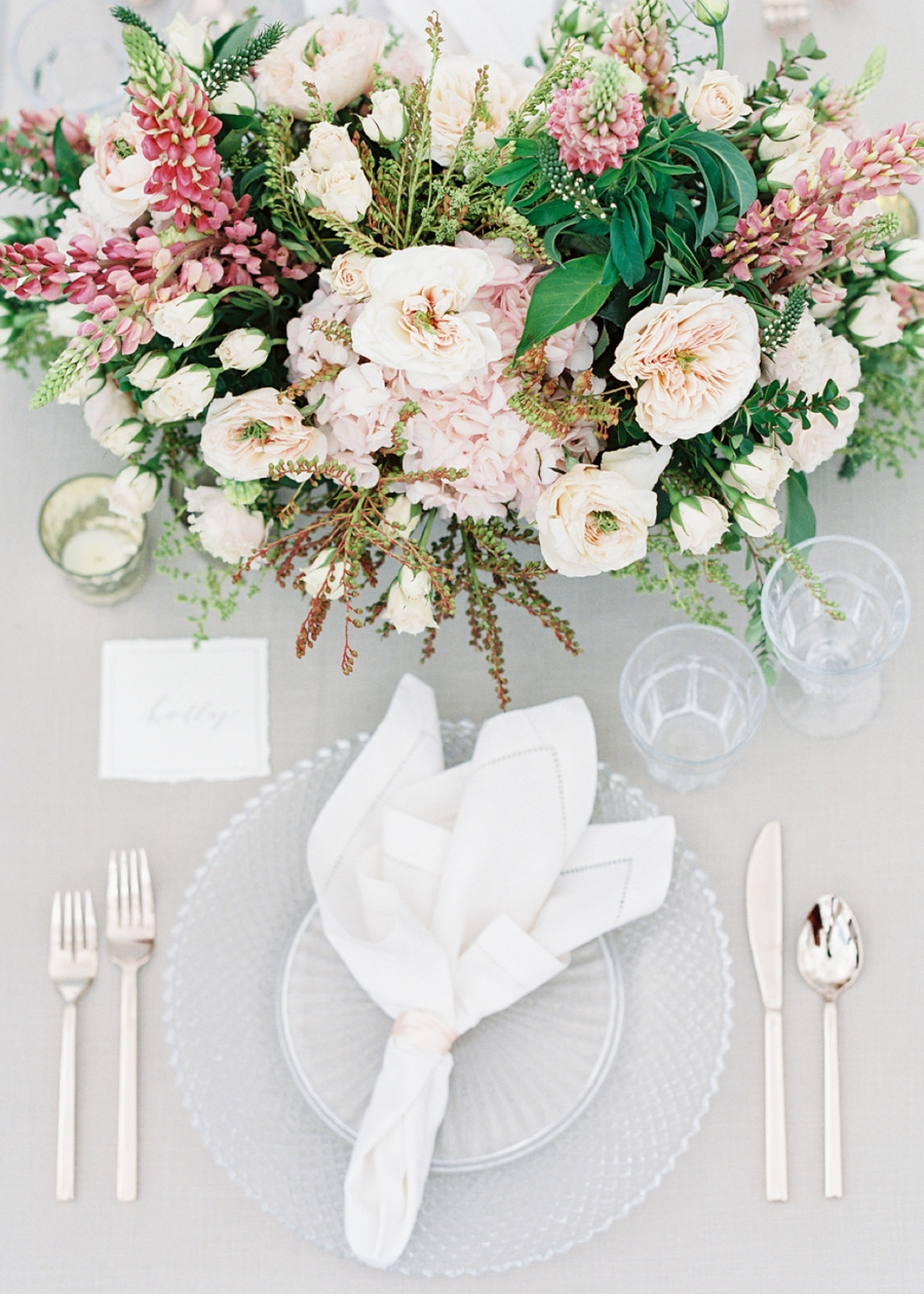 Pink-and-Blush-Table-Setting