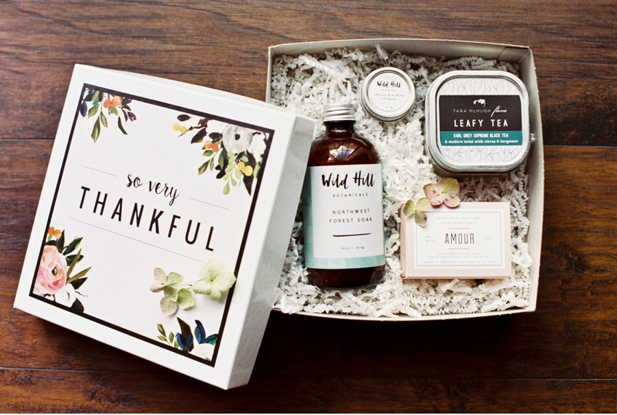 Canadian-Wedding-Gift-Boxes
