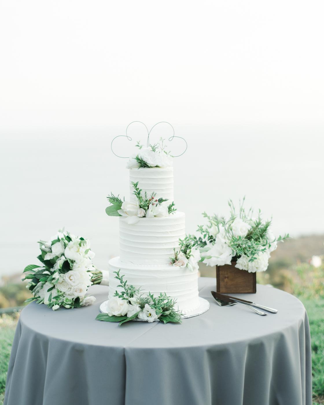 AKP_S&F_Malibu_Wedding_Fine_Art_Photography_Los_Angeles-48_cake.jpg