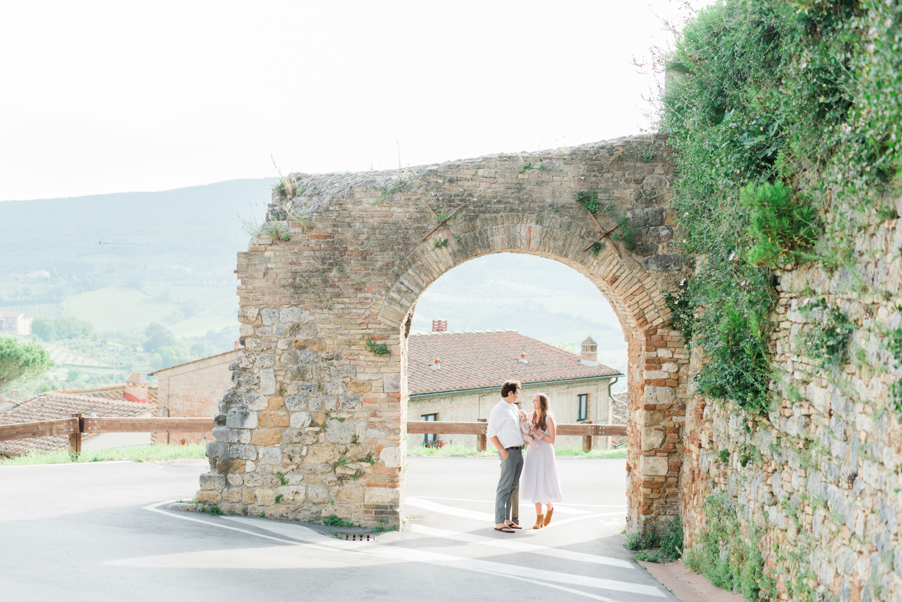 AKP_San_Gimignano_Tuscany_family_shoot_wedding_engagement_photographer-6.jpg