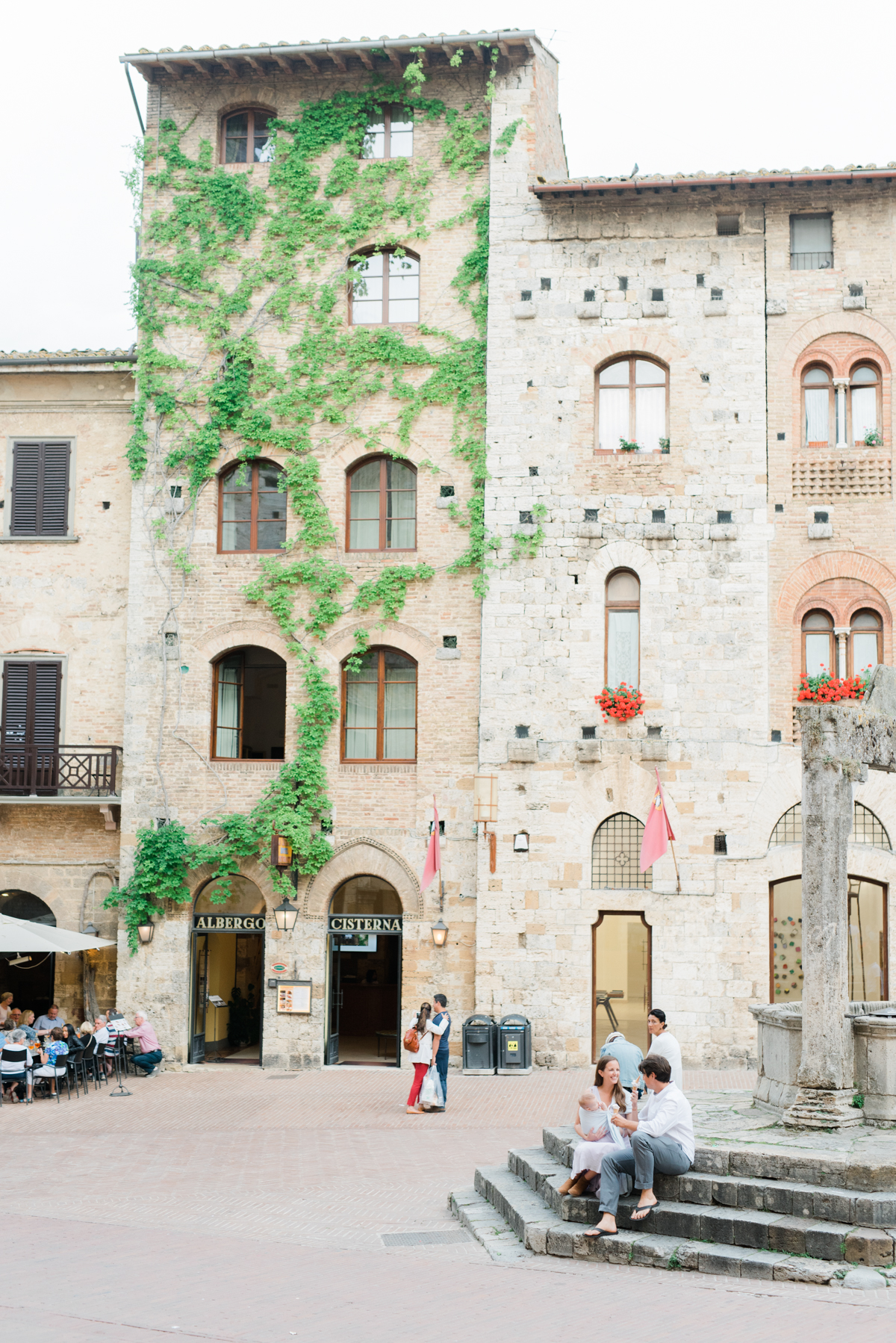 AKP_San_Gimignano_Tuscany_family_shoot_wedding_engagement_photographer-13.jpg