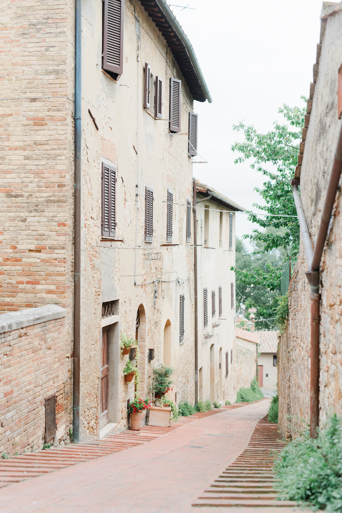 AKP_San_Gimignano_Tuscany_family_shoot_wedding_engagement_photographer-15.jpg