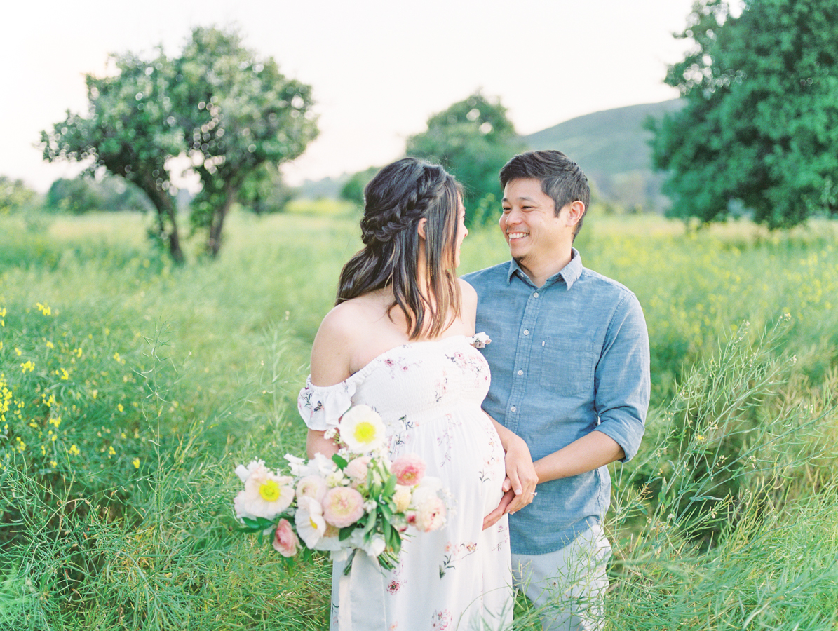 Maternity_Session_Family_Film_Photographer_Flower_Field_Los_Angeles_AKP-13.jpg