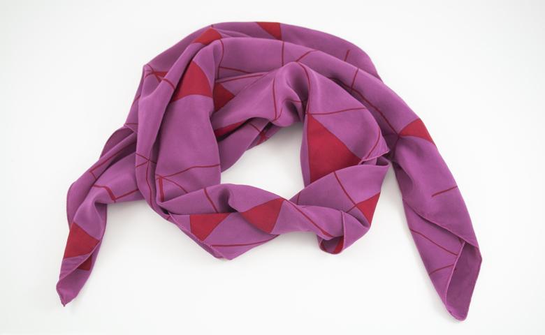 scarlet-triangle_scarf.jpg