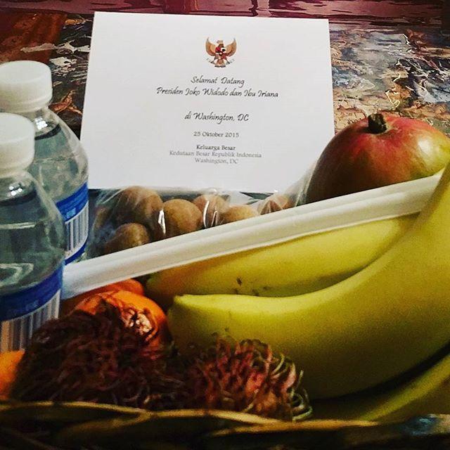 Serve fruit for Mr.President