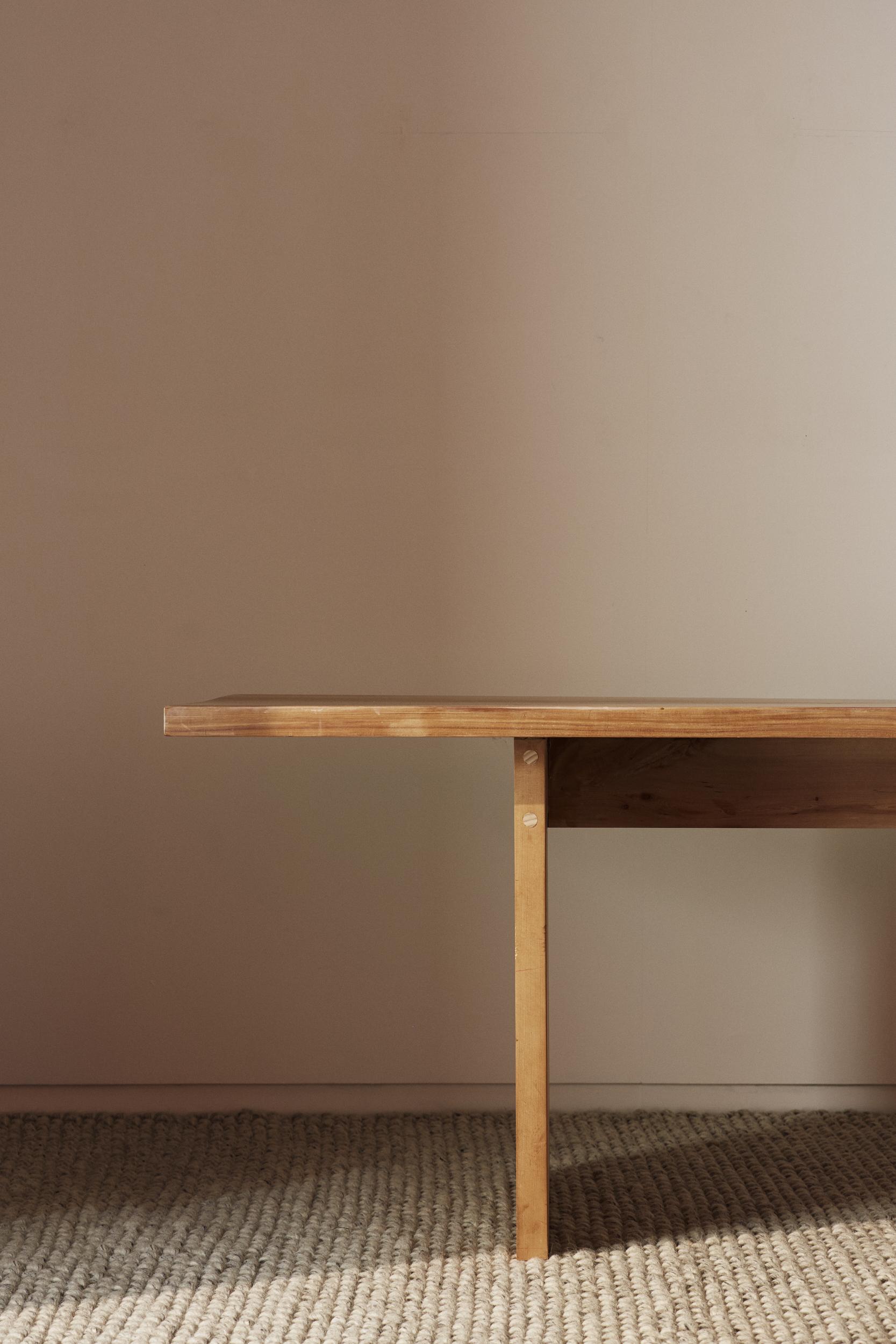 TABLE 01  Seear-Budd Ross Wellington, New Zealand