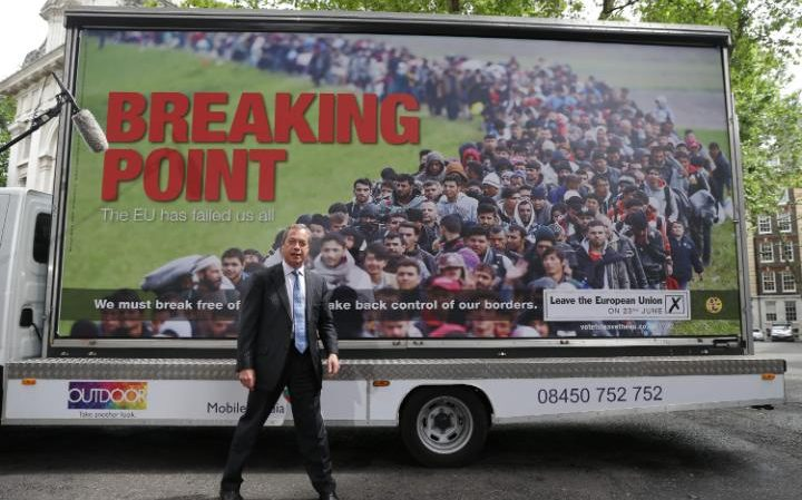 Farage_addresses_the_media_during_a_national_poste-large_trans++jJeHvIwLm2xPr27m7LF8mTWU-KwRaHvlaJXY1texVLQ.jpg