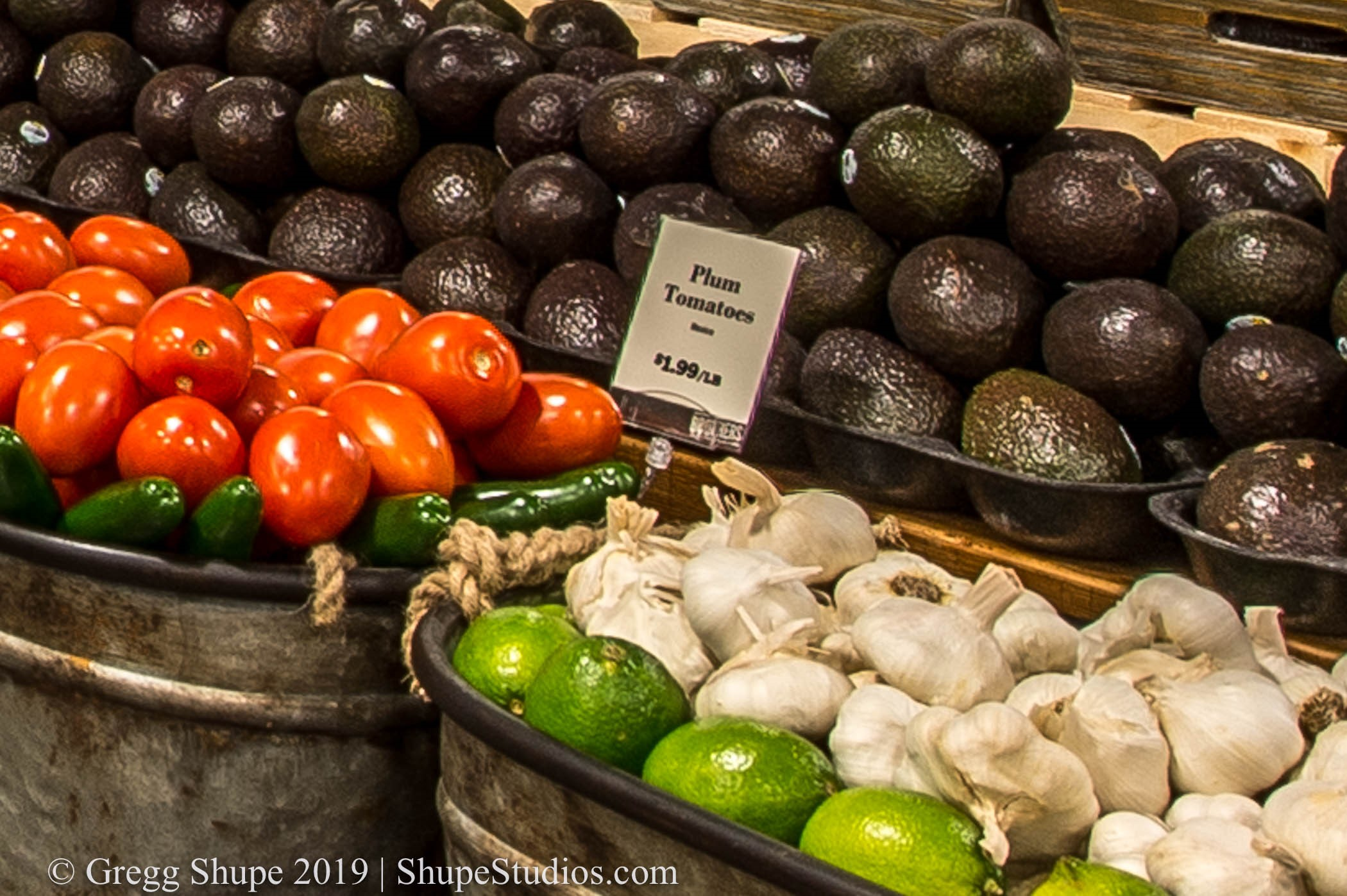 Here's 10% of the same image in TIFF resolution. See how clear the text is in the sign for Plum Tomatoes?