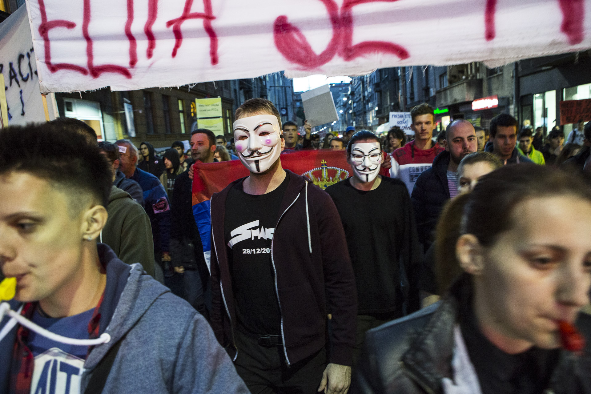 Protesters started to rallie the streets of Belgrade since the first monday after the elections. The opposition claim that the 51% votes Vucic won were for a good part fraudulently obtained.