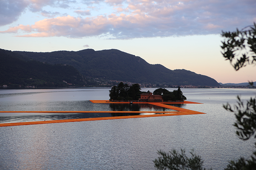 christo-floating-piers-open-to-the-public-in-lake-iseo-italy-designboom-101.jpg