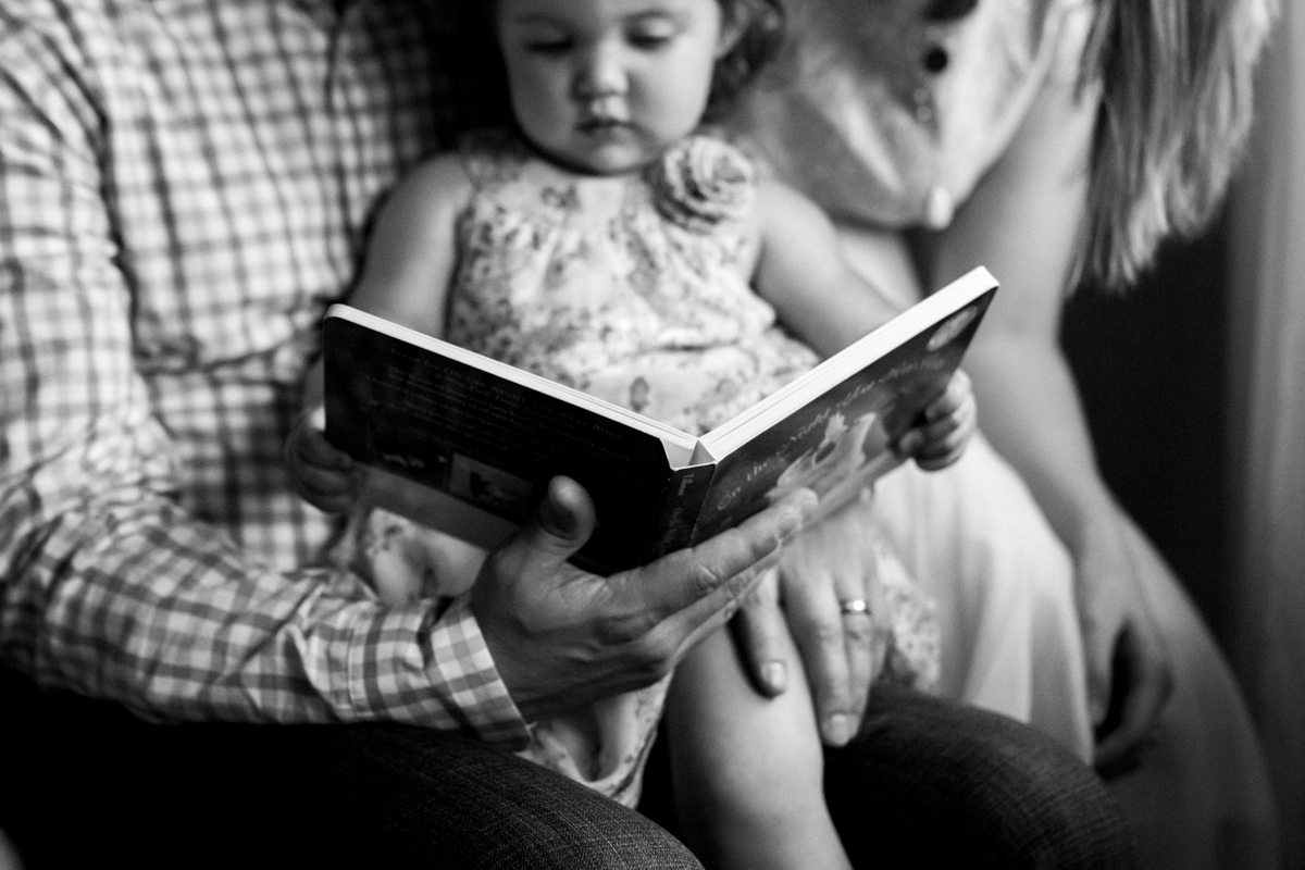 Kansas City Family photographer, in-home lifestyle family photography family reading together black and white photo Rebecca Clair Photography