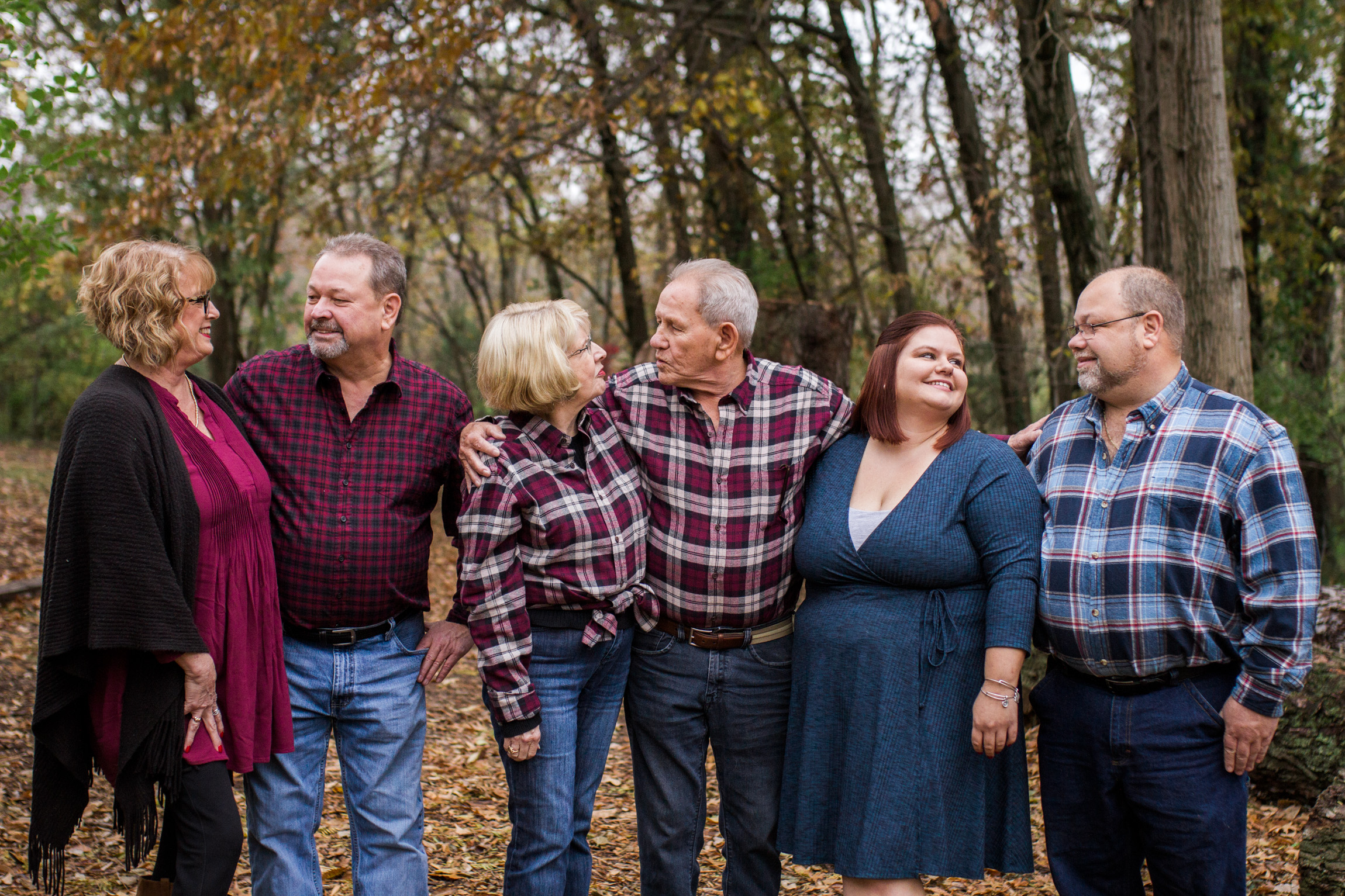 Kansas City lifestyle photographer, Kansas City family photographer, extended family session, fall family photos in the woods