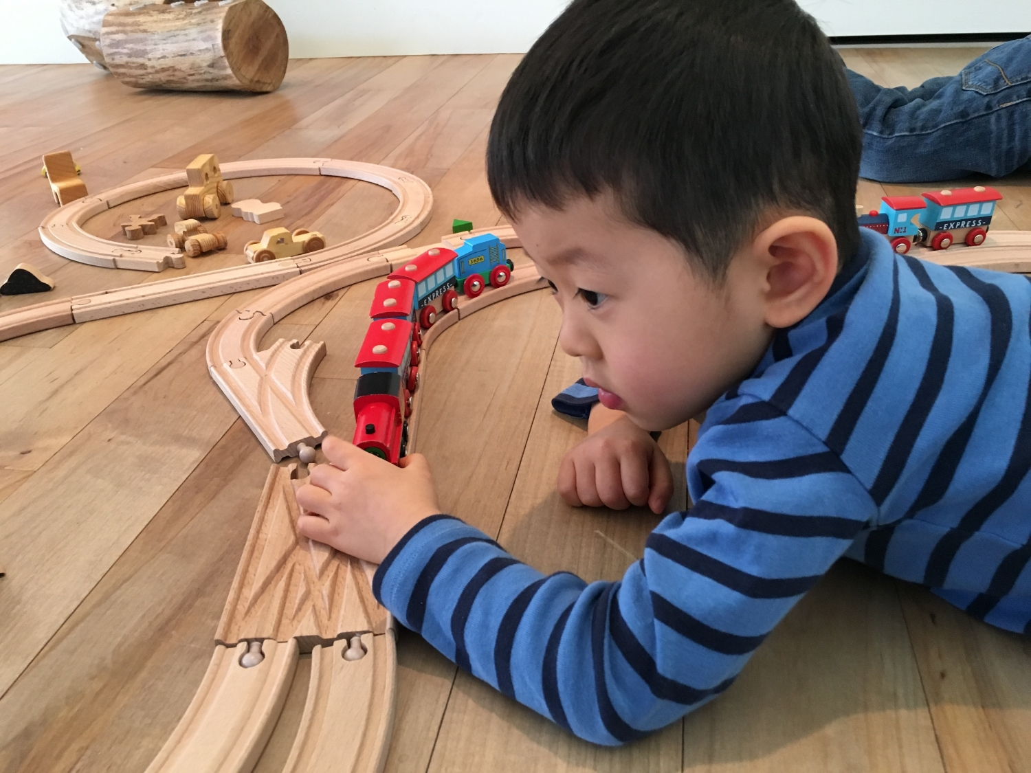 Clay and trains13.JPG