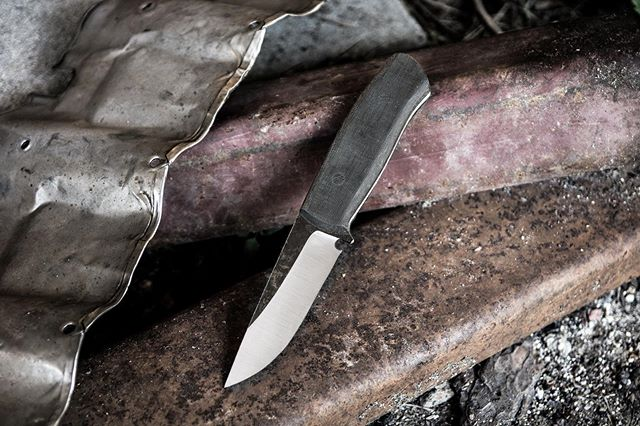 Utilitarian workhorse Danskin v2. 1095 steel, black micarta handle. AVAILABLE $260 with sheath. #artsyfartsy