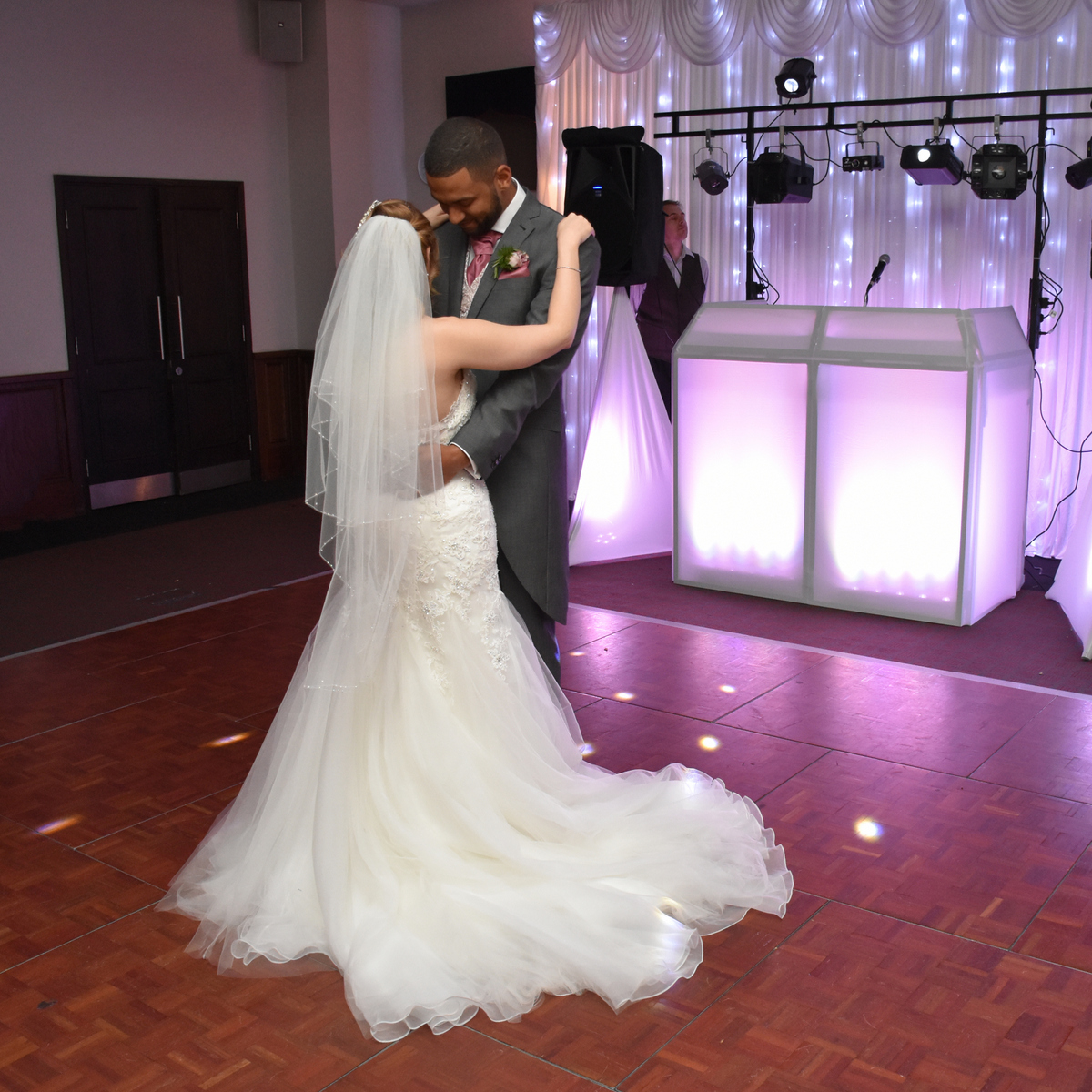 Hampshire wedding photographer-092.JPG