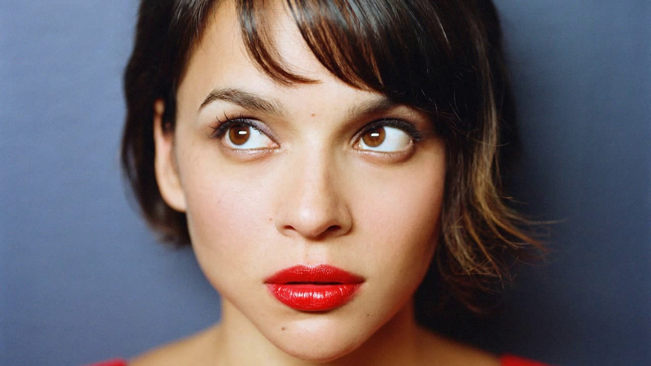 Someone once told me that my singing voice had sweetness like Norah Jones but I could really belt it out as well.  Norah Jones is definitely one of my idols.  -Blaine