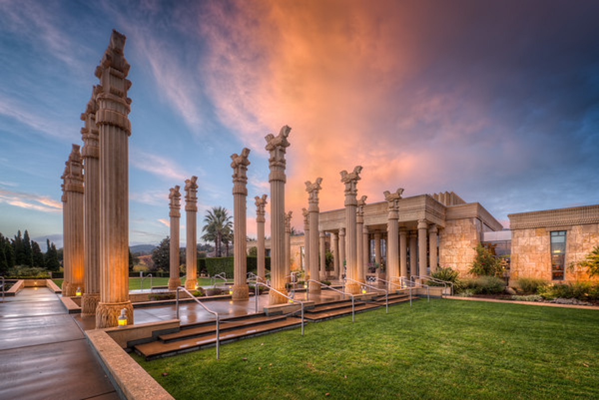 Visit this winery for a beautiful recreation of Persepolis that took years to build, complete with columns and a fire torch entrance. Darioush has a well rounded collection of wines created in the French style and bold take on the Shiraz/Syrah, a French take on the Australian classic.