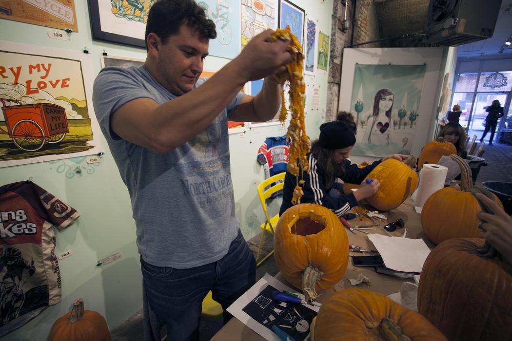 450ab310-5912-11e4-9fb6-71e3320c41da_maniac-pumpkin-carvers-workshop-0014.jpg