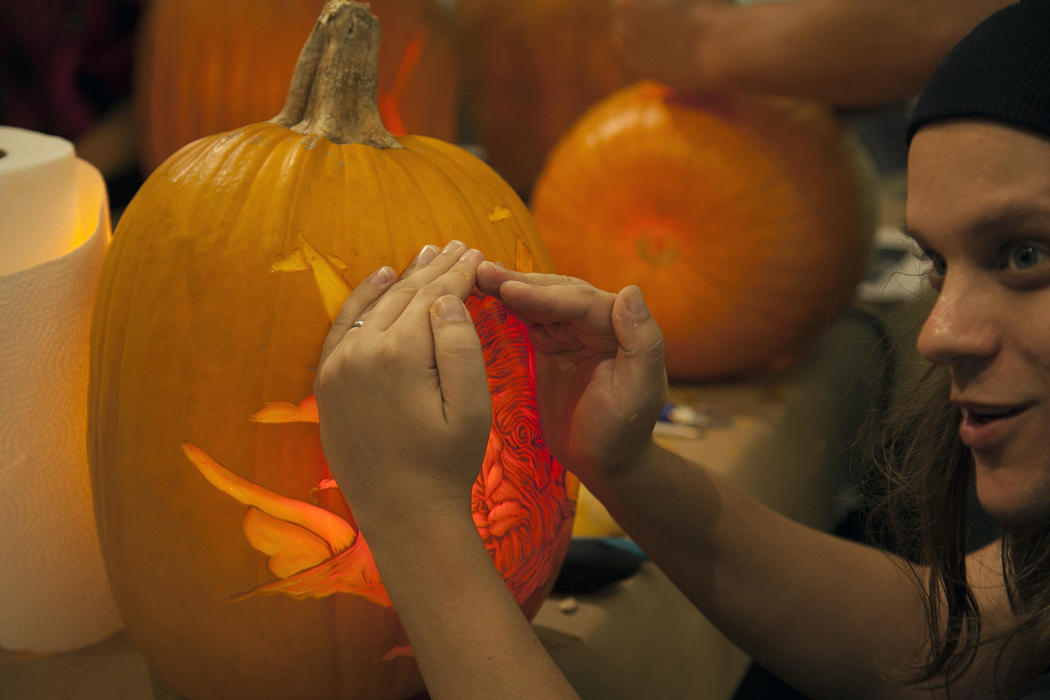 56da54b0-5912-11e4-9fb6-71e3320c41da_maniac-pumpkin-carvers-workshop-0019.jpg