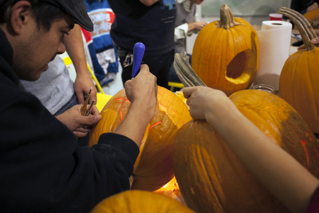 480a1060-5912-11e4-9fb6-71e3320c41da_maniac-pumpkin-carvers-workshop-0015.jpg