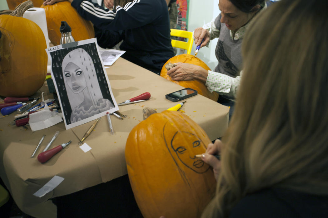 3240d2f0-5912-11e4-9fb6-71e3320c41da_maniac-pumpkin-carvers-workshop-0009.jpg