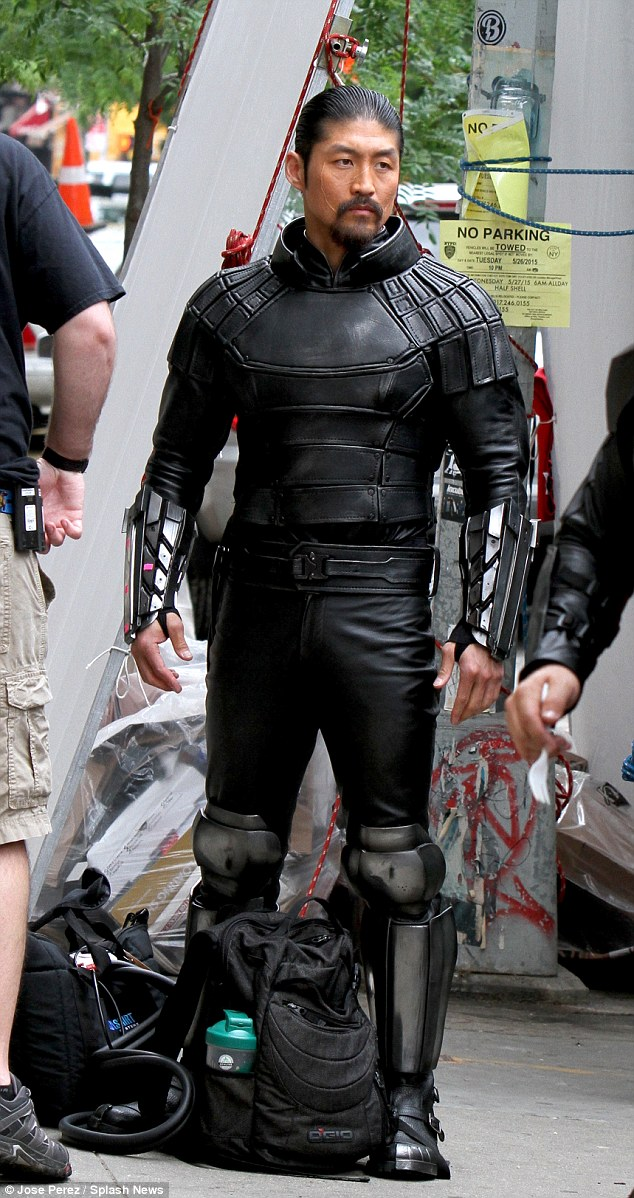 291F2FC900000578-3101289-Enter_the_Shredder_Brian_Tee_was_seen_on_the_New_York_set_of_Tee-a-52_1432837021049.jpg