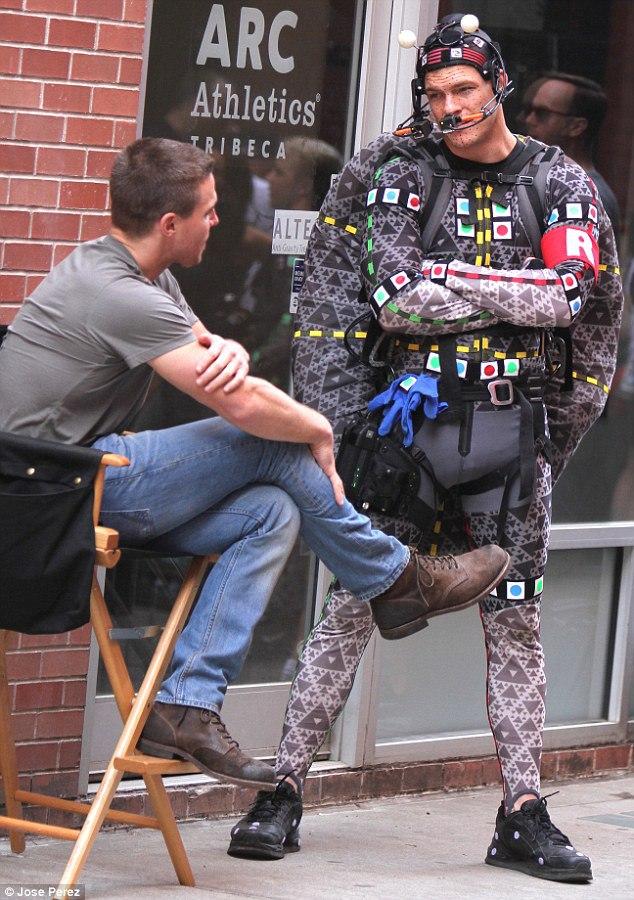 wpid-2898daab00000578-3078978-turtle_power_alan_ritchson_was_seen_in_his_cgi_costume-a-24_1431476660882.jpg