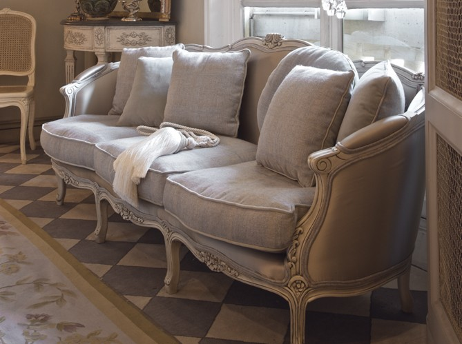 61e0c_french-style-sofa-in-linen-fabric-decorating-ideas-gray-decor-paris-apartment