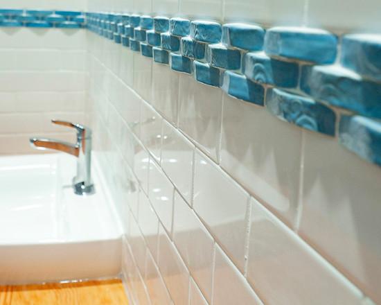 border tile - blue glass - eclectic-bathroom