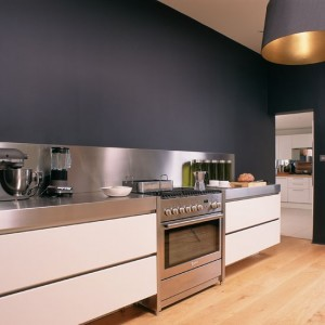 Kitchen--grey-wall--25-Beautiful-Homes