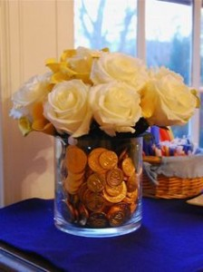fill a vase with chanukah gelt