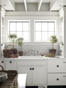 white-kitchen-black-knobs