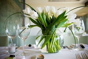 tulip-dining-table-centerpiece