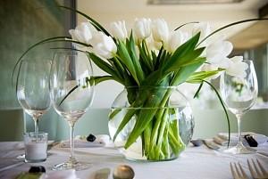 tulip-dining-table-centerpiece