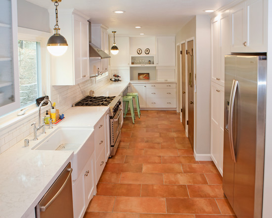 Terracotta tiles are fresh again. Do use this timeless tile in kitchens and bathrooms with a matte finish and a large dose of white for a fresh look.