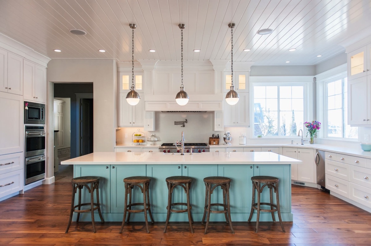 Don't ignore the ceiling anymore! Add texture, colour and wow factor.