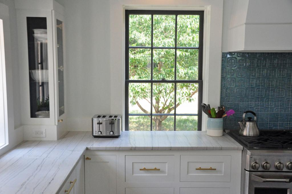 kitchen-counter-close-up-with-window-01.jpg