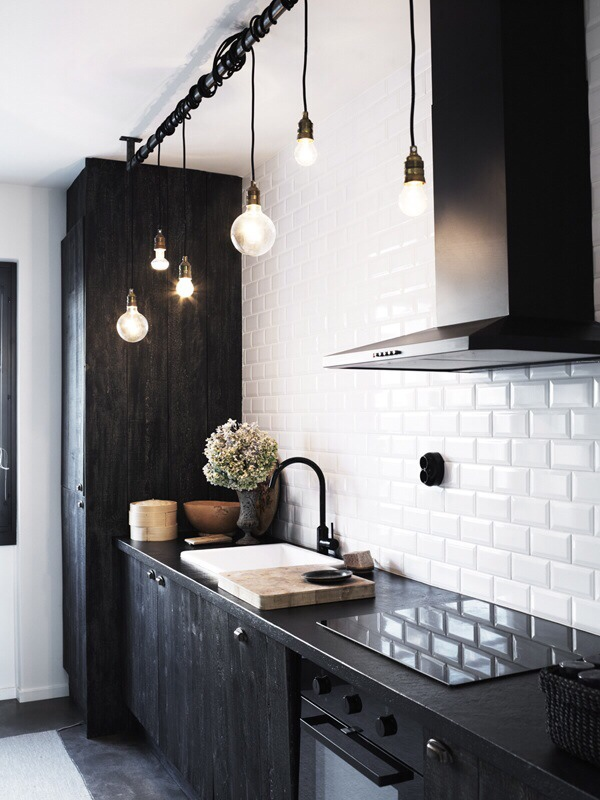Beautiful-Black-White-Kitchen.jpg