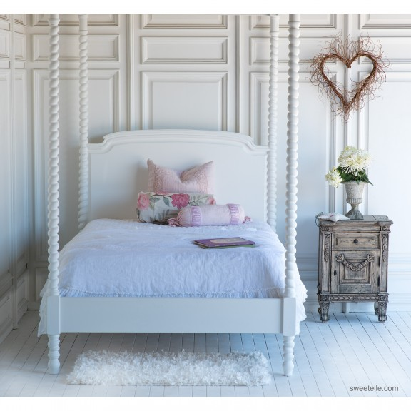 beautiful-bed-grand-canopy-bed-kids-master-andrews-spindle-luxury1.jpg